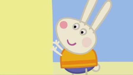 儿童简笔画:小兔理查德穿着救生衣正在将沙子做成的墙壁拍实