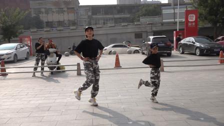 广场鬼步舞《我的爱要你知道》,简单31步,老师现场教学