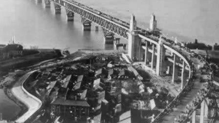 120辆坦克验收大桥,5分钟出现12道大裂缝,10亿打水漂