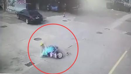 女子骑车遭未牵绳宠物狗撞倒 交警:狗主全责