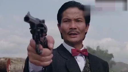 《忠义群英》:小伙玩枪吓唬大师兄,不料被大师兄一刀命!