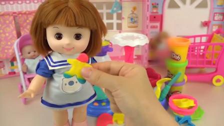 咪露娃娃做了一个彩色的姜饼人,真是太好吃啦