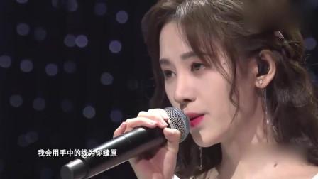 鞠婧祎惊艳演唱《叹云兮》,不料衣服滑落,鞠婧祎淡定继续演唱!