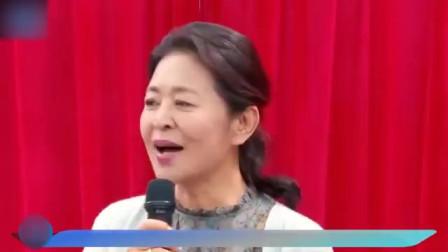60岁倪萍瘦成锥子脸!一身潮牌上节目,遭喊话:都脱相了
