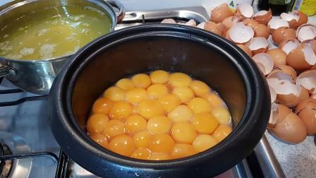 日本人真会吃,把几十个鸡蛋放进电饭锅,做成煎蛋蛋糕!