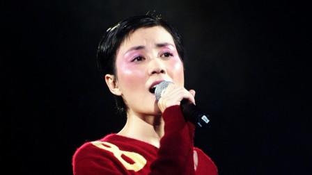 王菲深情演唱这首经典老歌《传奇》,满满的都是回忆!