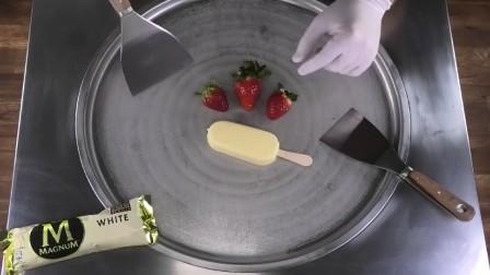 超贵的冰糕混着草莓做成了炒酸奶!果粒嵌在里面,巨大一份超诱人