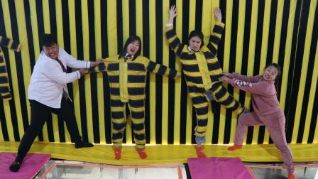 学霸王小九女同学玩奇葩游戏没想直接被粘墙上下不来了真逗