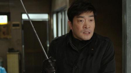 韩国悬疑片《捉迷藏》:神秘人靠抢占别人的房子生活