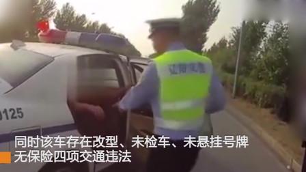 """辽阳一男子花600元买的""""敞篷车"""",车门都打不开,只能跳进跳出"""