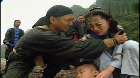 乱世英豪:儿子惨,少妇竟精神失常,竟带着儿子的尸体跳水!