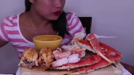 吃播美女吃奶酪酱海鲜,大口地吃肉,吃的真是太过瘾了