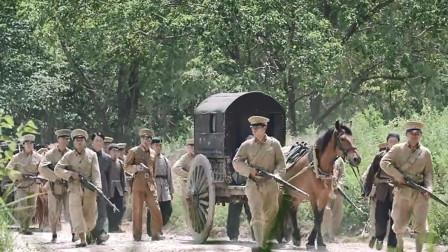 汉奸带着家眷想要逃走,没想国军早就在路上等着他们,这下惨了