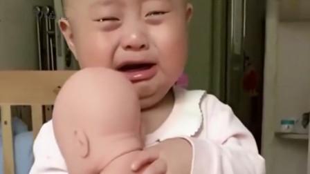 萌娃见到二胎是什么反应?坑娃父母奇葩测试,令众人看了直想笑