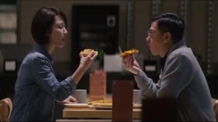 这两人胆子也太大了,竟然把披萨藏在停尸间里,这怎么吃得下