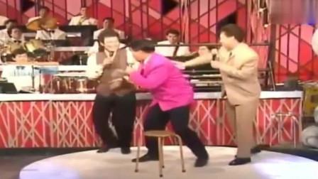 龙兄虎弟:费玉清模仿秀,上半身失控下半身失灵,菲哥笑到不行!
