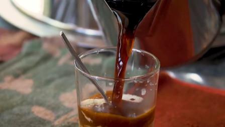 美食探秘:新鲜的炼乳加上现磨咖啡,再加上细细的冰沙和珍珠,这是泰国清迈的味道