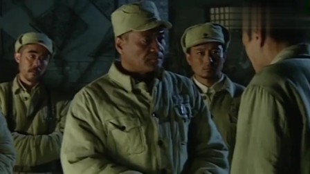 红日:沈军长闻声来到现场,大家说马步生是张灵甫的卧底,委屈