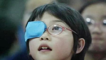 为什么总有小孩戴在眼镜时,要遮住一只眼睛?背后原因让人心疼!