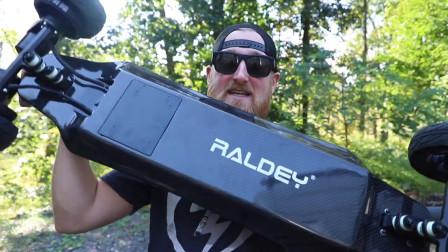 新的出行工具电动滑板,时速能达到45公里,比电动车方便多了