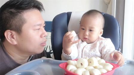 原来1岁半大胃王宝宝是这样吃的,挑战30个馒头和200毫升牛奶燕麦