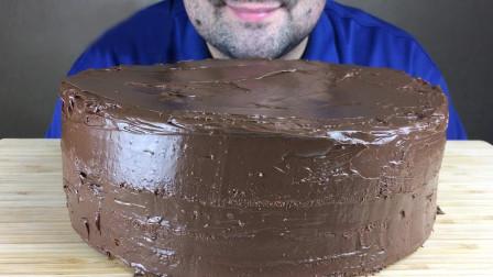 大叔自制巧克力蛋糕,口感香浓迷人,吃出幸福感觉!