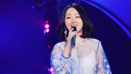 杨钰莹一首《轻轻地告诉你》,曲调宛转悠扬,歌声更是柔情似水