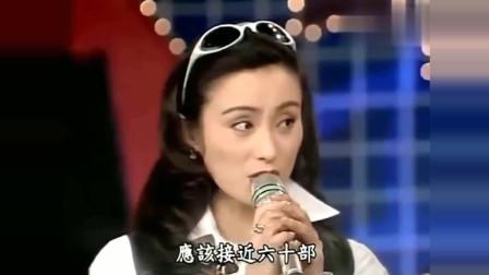 龙兄虎弟:费玉清看到两位美女职业病马上就来了,看的我直尴尬!