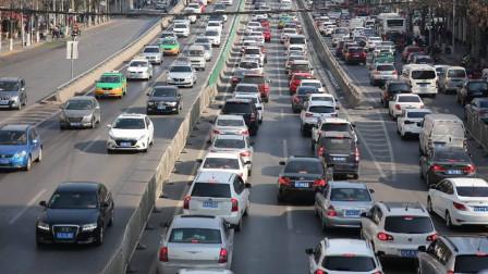 新手开手动挡遇到堵车不会用半联动?老司机教你轻松跟车