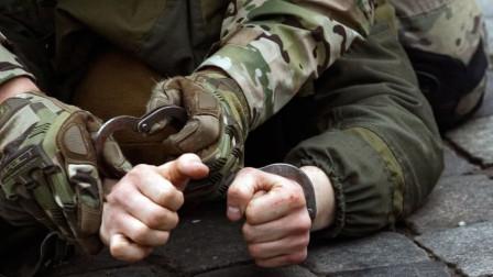 兵鉴 俄军被,家中搜出巨额美元卢布
