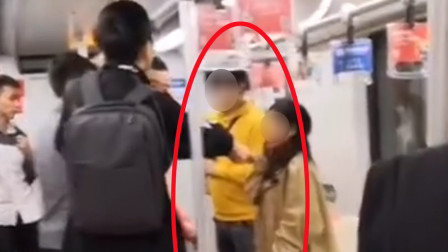 男子地铁内爆粗口胡乱骂人还骚扰女孩 被其男友飞踹暴打