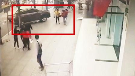 女子在银行办业务,一辆车却冲了进来,生前最后5秒被拍下