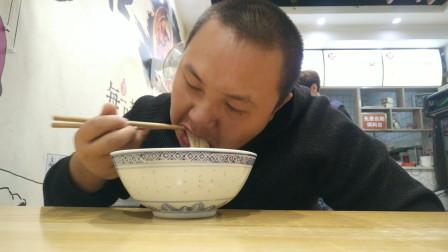 吃播美食vlog1020:湖南特色米粉店吃红烧肥肠细粉
