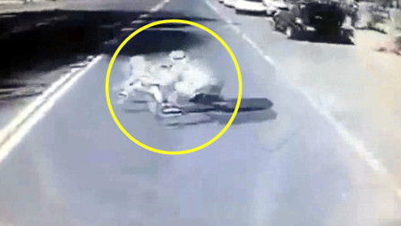 监拍:哈萨克斯坦街头父亲为救孩子被撞永别人世