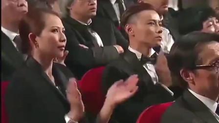 这才是实力,整个娱乐圈大佬都在台下听他唱歌