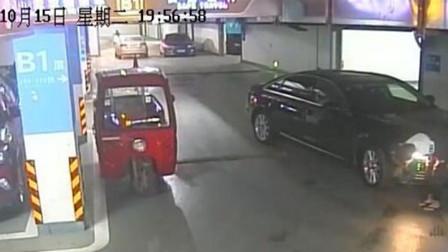 13岁小学生偷开奥迪去上学,被抓获时全车仅一处小刮蹭