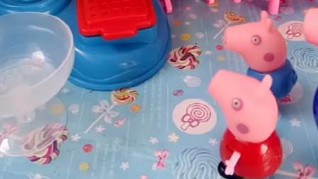 乔治和佩奇想吃冰激凌,猪爷爷马上就给买,真的是好爷爷