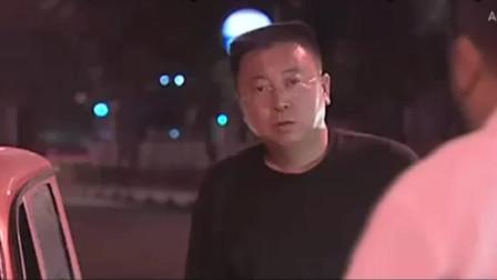 封飚坐车被人追尾,华强趁机派人开枪,疯子吃大亏