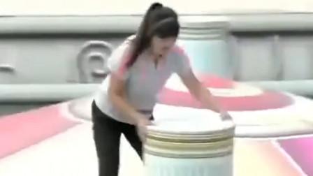 安徽女生来闯关,有自己的通关技巧,轻松登上高台夺冠