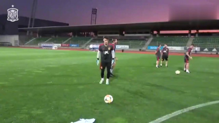 切尔西门将凯帕在西班牙国家队训练中的任意球破门