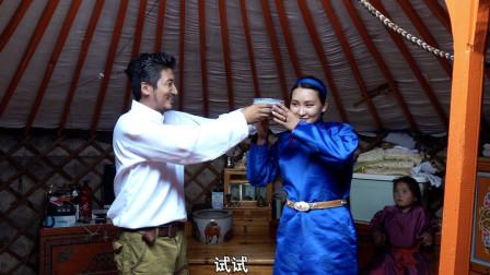 深入蒙古国牧民生活,当地女孩和我切磋蒙古舞,送别时姐妹难过落泪