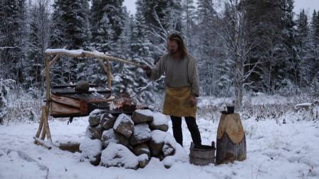 在雪地里打铁,锻造一个皮带扣,没有什么比这个更享受了
