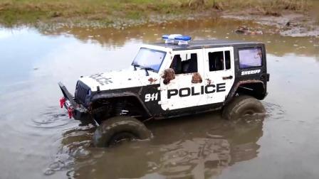 玩具吉普车再次上场挑战惊险的泥沼越野赛