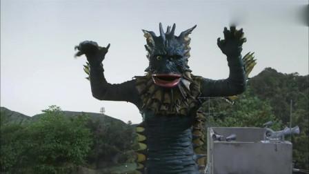 银河奥特曼:美玲看出动物是千草,小光感到很生气,他拿出了庞敦王