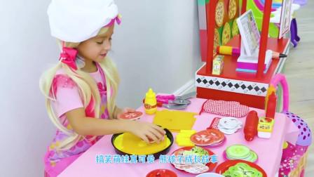 萌娃小可爱化身美食小达人做披萨!小家伙的手艺真是不错!萌娃:美味的披萨做好了!
