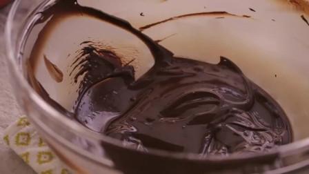 《韩国农村美食》浓香美味的巧克力蛋糕,放入黄油调味,顺滑好吃