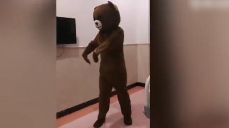 孕妻临产, 准爸爸扮大熊