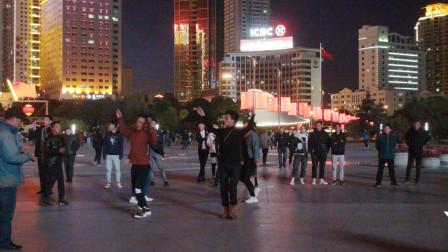 西宁市中心广场锅庄舞(128)吉祥如意(藏语)