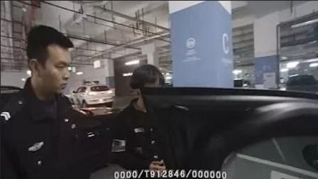 奥迪车门没关被13岁小学生偷开去上学民警批评他时语出惊人