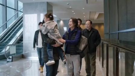 都挺好:小咪看到明玉直接跑过去抱住她,跟姑姑的感情真好!